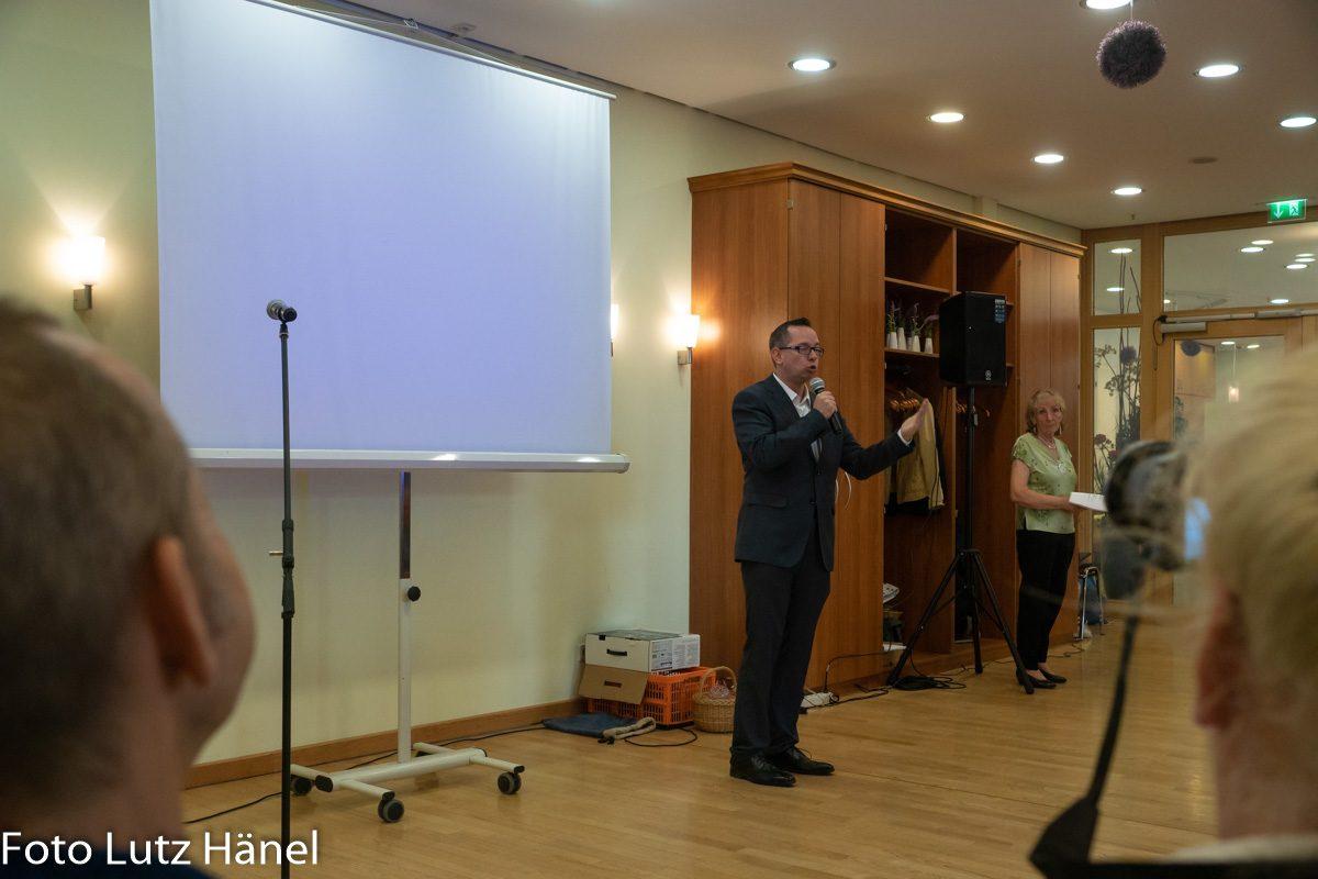 Beziksbürgermeister von Treptow- Köpenick Berlin Herr Oliver Igel hält seine Eröffnungsrede