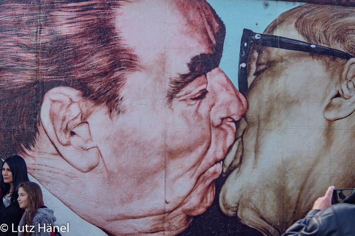 Bruderkuss Foto von der East Side Gallery - Graffiti & Urban-Art-Foto-Tour